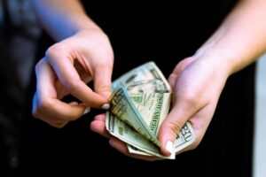 Philippine central bank reports increase of dollar remittance from overseas Filipinos in July